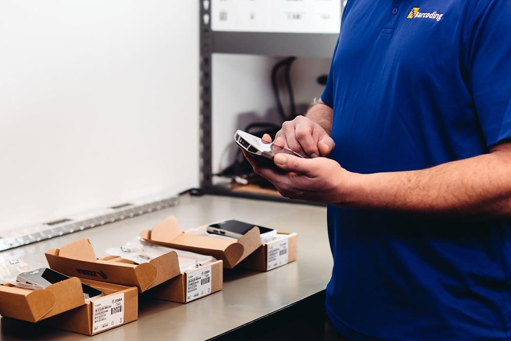 barcoding_employee_holding_device-1