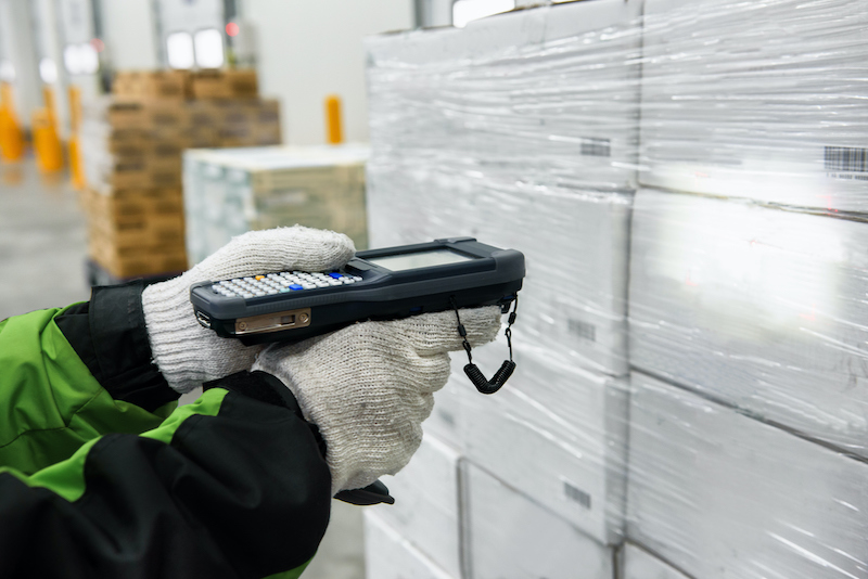 scanning-cold-storage-item
